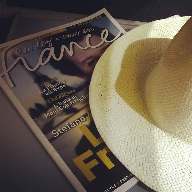 Immancabile cappello in paglia. French style, mood on!